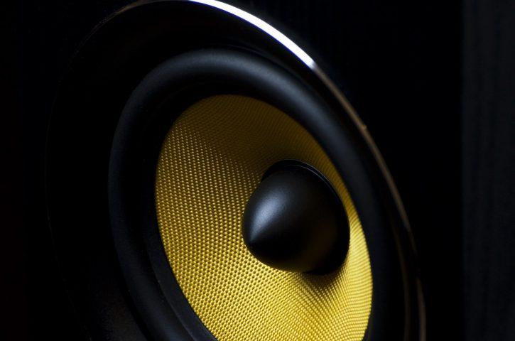 Kolumny podłogowe – poczuj prawdziwą muzykę