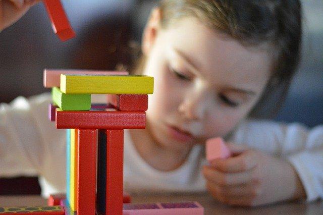 Co wziąć pod uwagę kupując grę dla małych dzieci?
